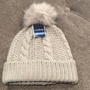 NWT West Loop women's beanie w/ Pom-gray in color